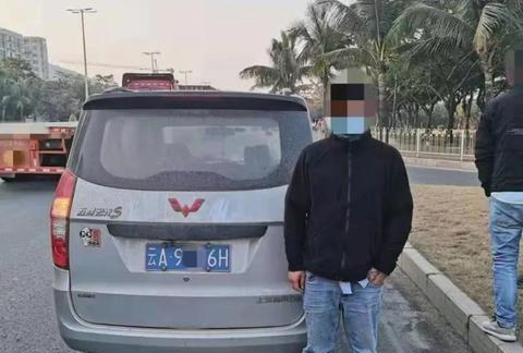 男子答应开车送同事上班,结果半路把人丢下坐公交车,自己跑了!