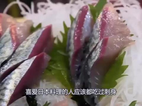 日本料理最奇特的一道菜,把鱼肉全部割掉,再把鱼扔回鱼缸游泳!