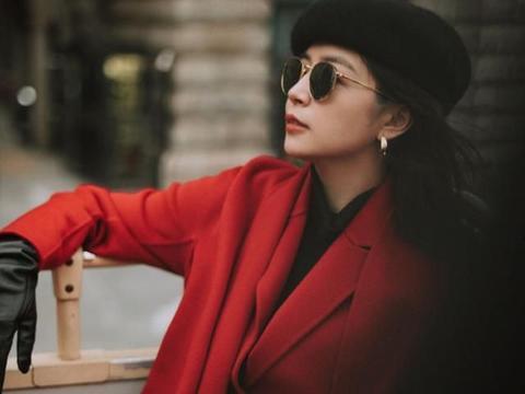 三木穿火了新年经典搭配:红色大衣+小黑裤,三四十岁女人值得学