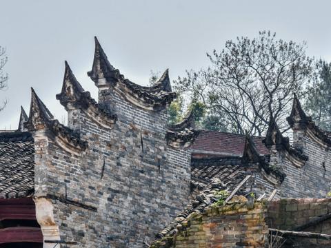 中国传统建筑众多的村落,距于都县城18公里,历史悠久的谢屋村