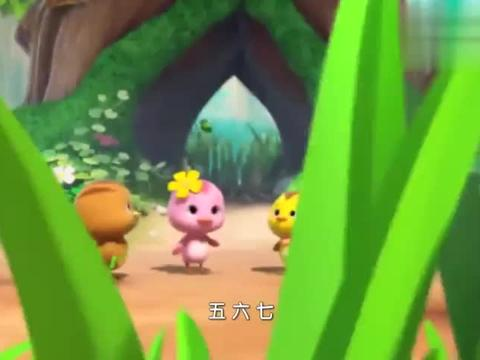 萌鸡小队:萌鸡们一起踢毽子,欢欢力气太大了,毽子掉进了洞里!