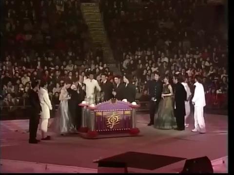 赌王何鸿燊每次颁奖典礼都不忘宣传自己的赌场生意,确实机智风度