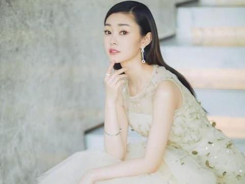有一种旗袍叫宋轶穿旗袍,别人穿都是紧身的,只有她最不一样!