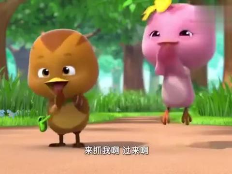 萌鸡小队:萌鸡玩捉人游戏,欢欢跑得太快,一下扑在鹡鸰奶奶身上