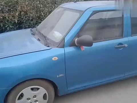 砸玻璃来开车门,这操作真悲剧啊