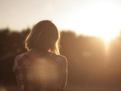 离婚女人若是保持这三个特质,年纪越大,越容易吸引异性