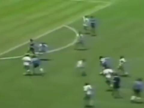 体育:球王马拉多纳的经典进球,这是多少球迷的青春!