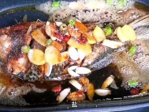 在家学会做红烧鲫鱼,这样做简单又美味!