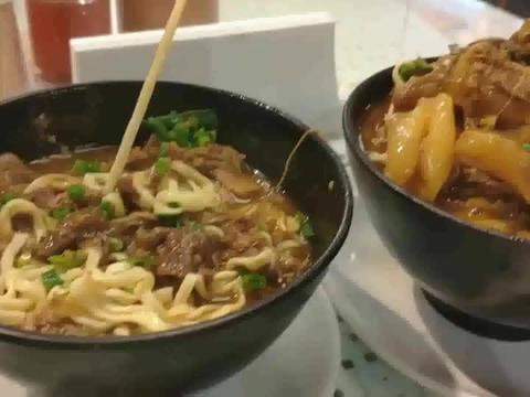 去香港中环九记牛腩探美食,60块一碗,不吃牛只吃面也很满足了