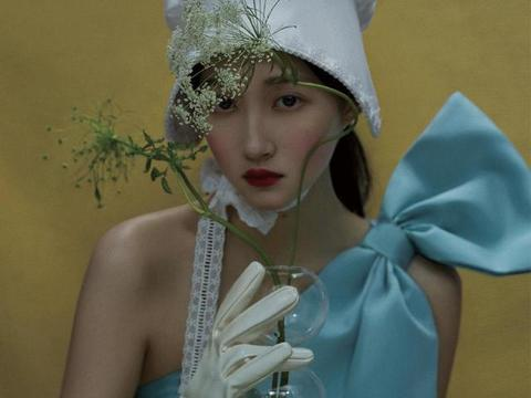 关晓彤最新时尚杂志封面大片释出,油画里的少女,整个人都在发光