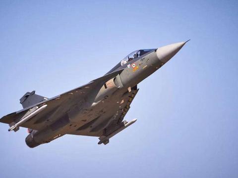 掷超63亿美元,印军又买大批光辉战机,针对谁?哪来的自信?