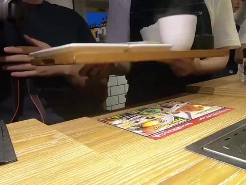 日本的一人烤肉店专门店,就是为单身狗量身定制