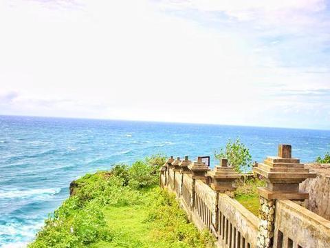 一对情侣殉情的断壁悬崖, 却因为绝世的景色而走红