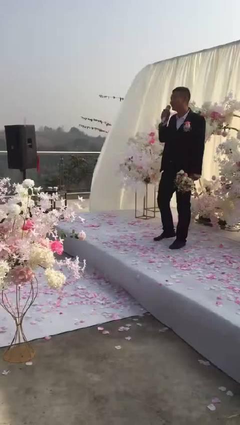 挺浪漫的一个婚礼,被你唱稀碎