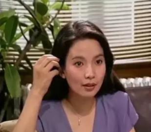 她公公是张丰毅,婆婆是吕丽萍,出道5年没火,却被靳东意外带红