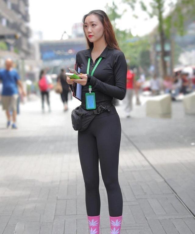 长腿的人也很美,穿瑜伽裤在健身房也是最时尚的!