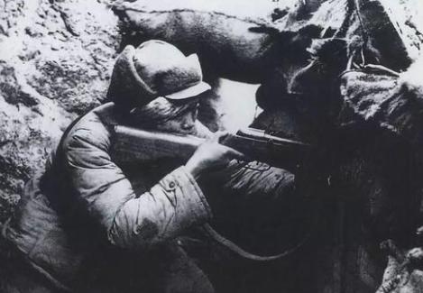 英国人朝着志愿军阵地撒尿,志愿军全线反击,从此英美变乌龟