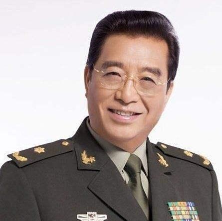 李双江57岁当爹,把儿子宠成小霸王,男人早当爸好还是晚当爸好?