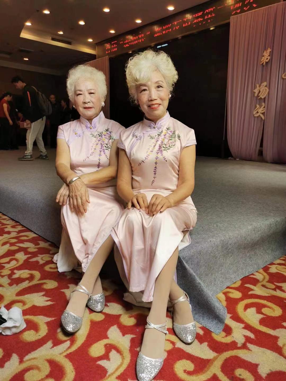 长沙七旬白发奶奶成旗袍走秀模特,曾和名模瞿颖的妈妈同台走秀