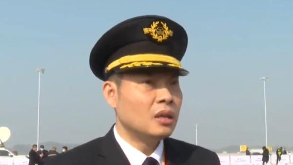 """""""英雄机长""""刘传健参与天府国际机场试飞:十全十美"""