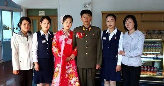 朝鲜全国2500多万人,男女青年结婚,到底能分到多少福利?