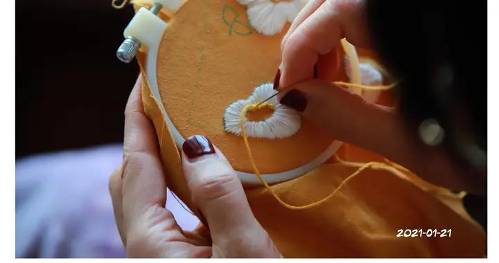 隔离在家,她在家拍下自己刺绣的日常