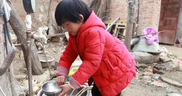 故事:七岁小女孩的新年愿望:想拥有一个书桌,一个衣柜,她能实现吗?
