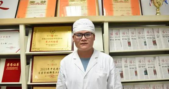 """扬子江药业匠心人物八 周建:不平凡的""""化验人"""""""
