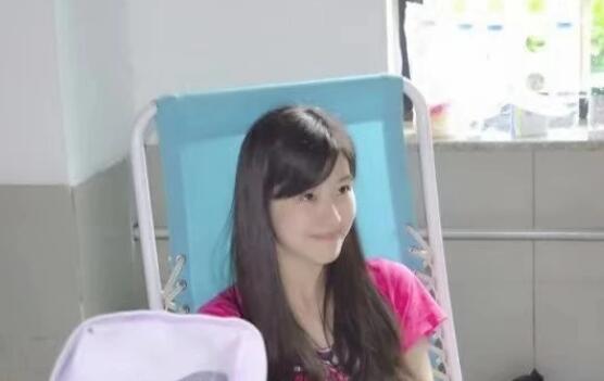 章泽天献血旧照曝光,素颜可人笑容清纯,曾被爆出读书时多次怀孕