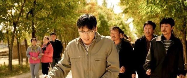祖峰用一个动作演活白校长,从苦闷到释然,理想主义令人热泪盈眶