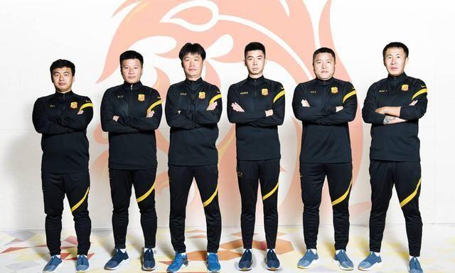 泰山武汉教练大比拼谁更强 鲁能更具DNA武汉教练冠军阵容班底