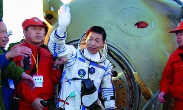 宇航员上太空回来后,身体通常会发生什么变化?