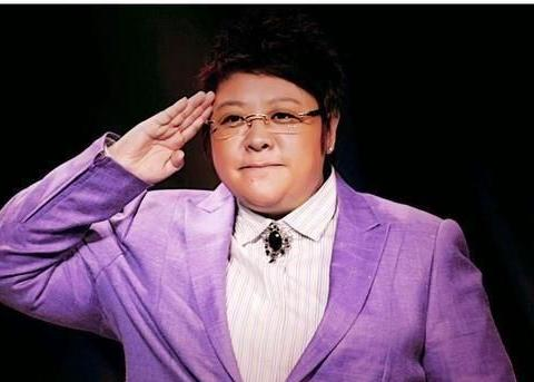 49岁韩红瘦身成功,减重34斤,瘦出新高度,她是怎么做到的?