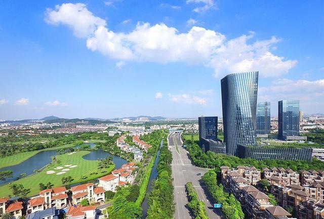 广东佛山人行通道工程,G105国道与美的大道相交处,投资7421万