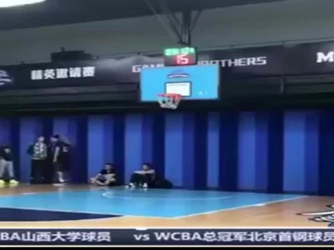 篮球世界:心疼WCBA女球员遭男球员撞飞!这算公平竞赛吗?