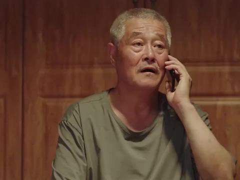 刘老根可稀罕大孙子了,但是小孩不理他,小老头可伤心了