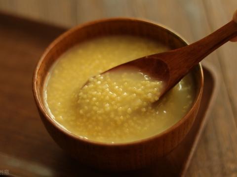 煮小米粥时,不要直接下锅,牢记3个技巧,不仅容易出油还香浓