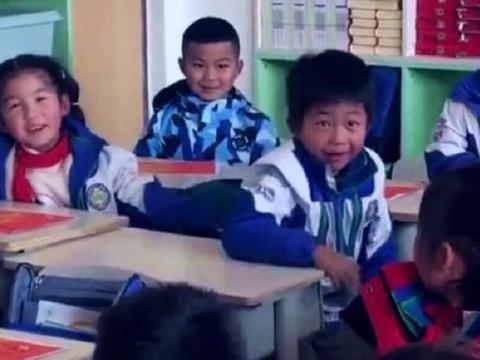 剧情过于曲折!等待领奖的几十秒,这名小学生承受了太多