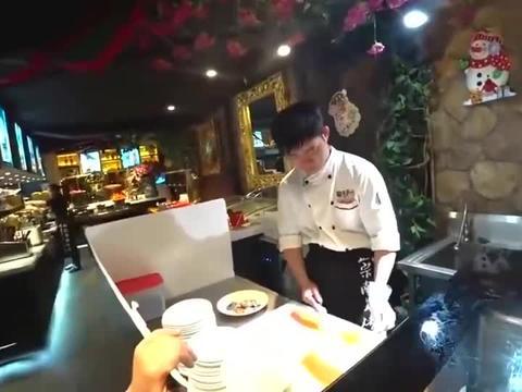 老外在中国:吃自助烧烤,大叔一家人的战斗力惊人!