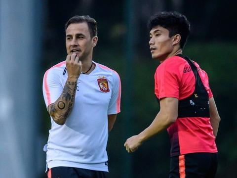 粤媒:郑智回归纯粹的球员身份,不失为卡帅留任的一个积极信号