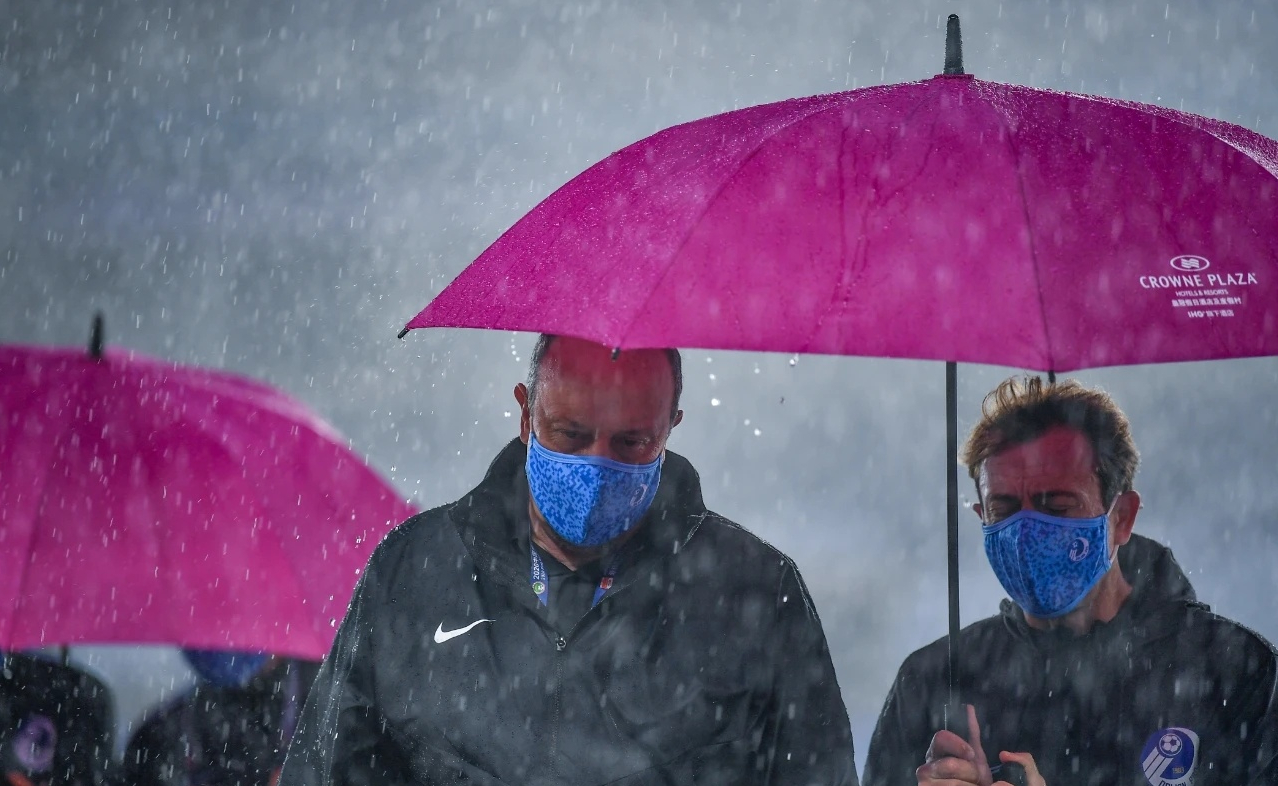 风雨飘摇!贝尼特斯的走不意外,但大连足球还会发生什么?