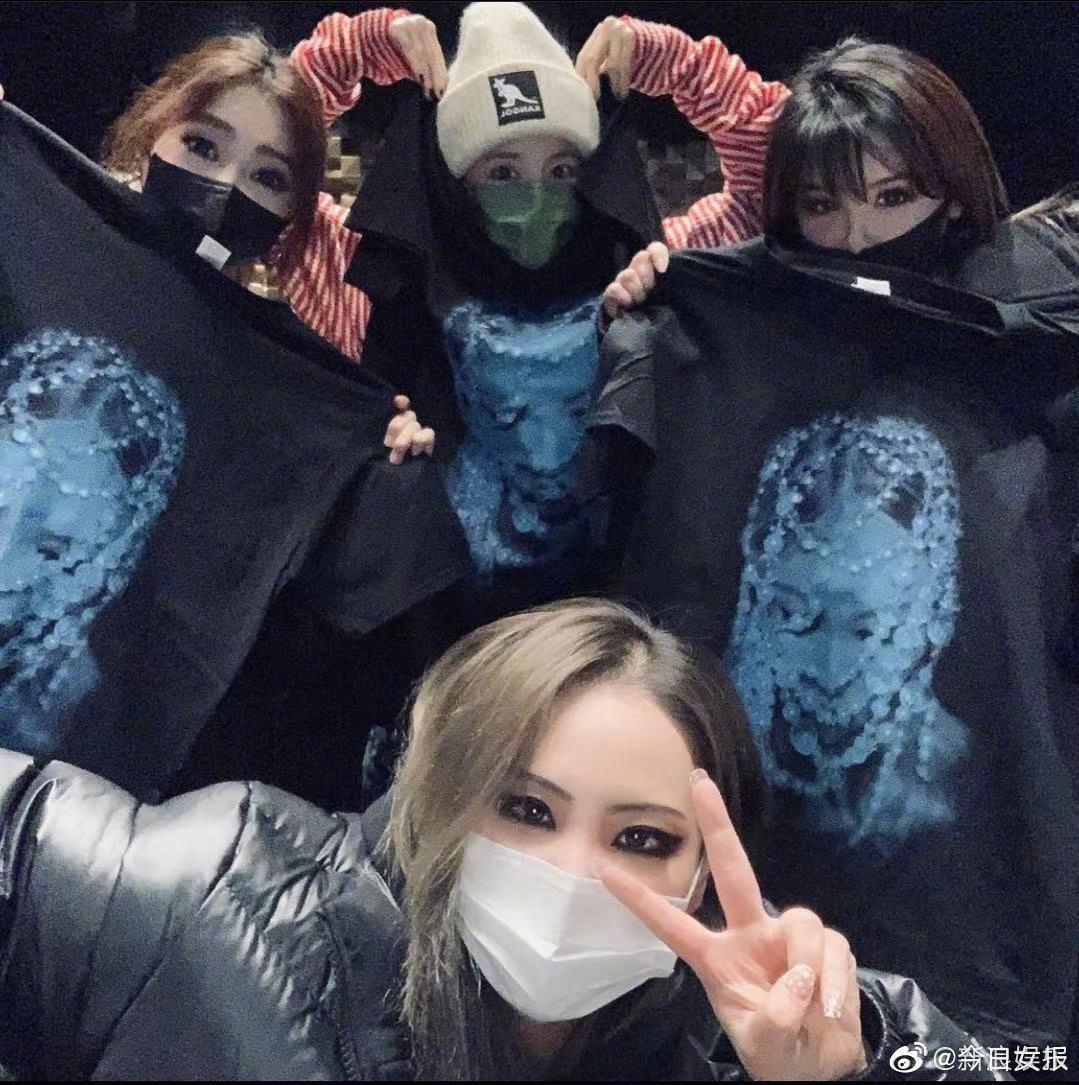 22日晚间,同为韩国女团2NE1出身的CL、Dara、朴春齐聚……