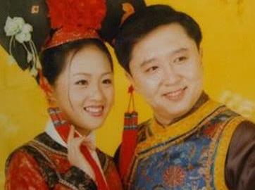 49岁于谦近照:容颜显老与儿子同框似爷孙,妻子貌美被宠18年