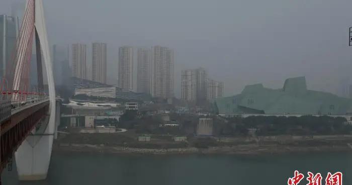 """重庆发布""""大雾黄色预警信号""""部分地区能见度小于200米"""