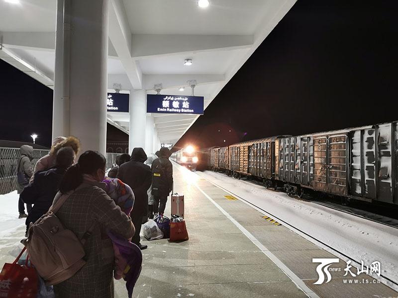 新疆铁路启动清雪应急预案,全力保障客货运输安全