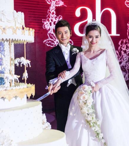 31岁男星举办最土豪婚礼,8层水晶蛋糕倒挂天花板,婚纱超千万