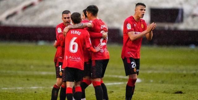 西班牙人头号对手大爆发,半场3球,国足球星迎打击