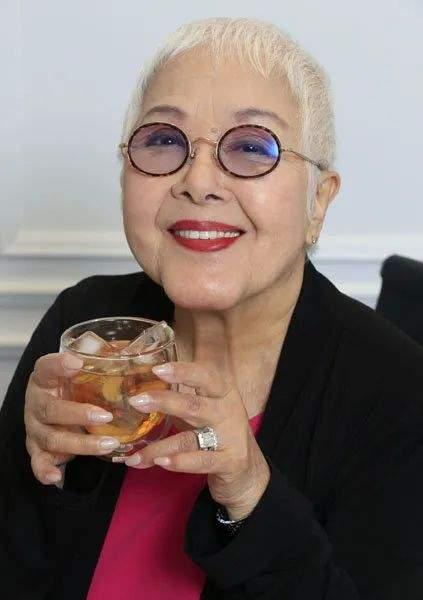 著名女星突然病逝享年84岁,曾为拍戏削掉门牙