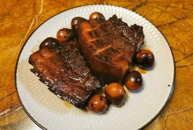 不焯水不加水的卤肉,不油不腻贼下饭,做法比红烧肉简单适合新手
