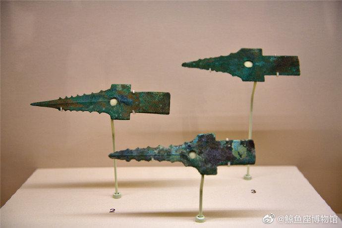 造型奇特的三星堆青铜戈,广汉三星堆遗址二号坑出土……
